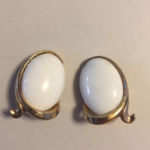 Vintage Crown Trifari gold tone clip earrings